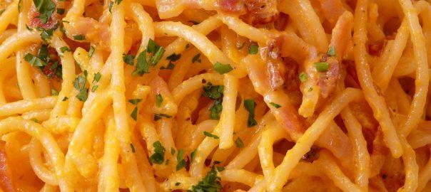 Espaguetis a la carbonara sin nata